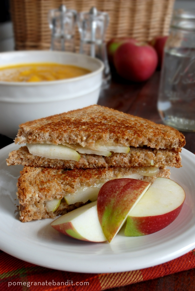 Apple Cheddar Grilled Cheese | The Pomegranate Bandit