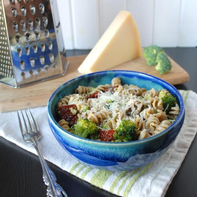 Chicken Pesto Pasta | The Pomegranate Bandit